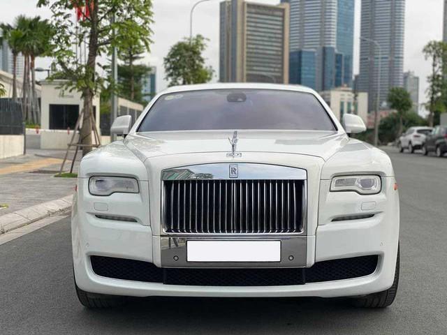 Rolls-Royce Ghost xuống giá, rẻ hơn cả Mercedes-Maybach vài tỷ đồng dù chỉ chạy 50.000km - Ảnh 2.