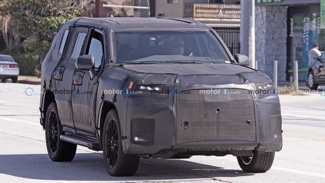 Lexus LX 600 thế hệ mới lộ diện trên đường thử với chi tiết ngoại thất giống Land Cruiser - Ảnh 1.