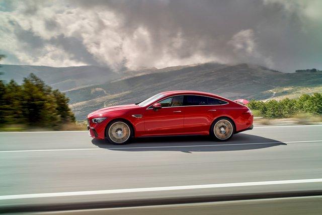 Thích xe gia đình lại đam mê tốc độ, Mercedes-AMG GT 63 E Performance là lựa chọn tham khảo mạnh hơn Lamborghini Aventador SVJ - Ảnh 2.
