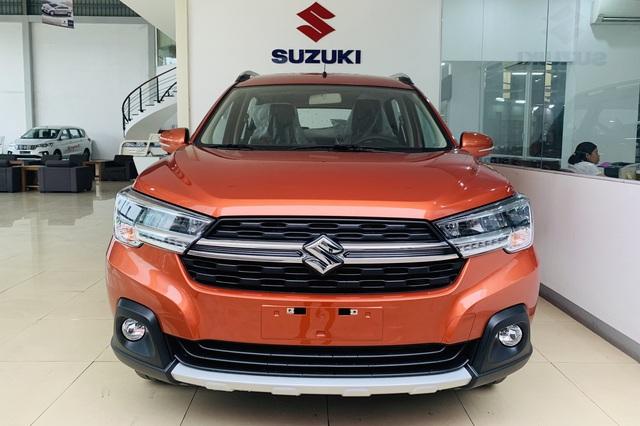 Suzuki XL7 và Ertiga thêm bản đặc biệt tại Việt Nam: Có camera 360 độ, sạc không dây và đá cốp, quyết đấu Mitsubishi Xpander - Ảnh 1.
