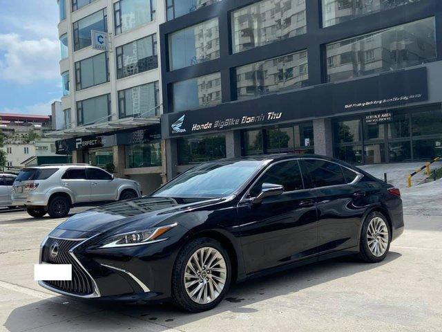 Sau 3 năm, Lexus ES 250 bán lại chỉ chênh 141 triệu đồng so với giá niêm yết chính hãng - Ảnh 1.