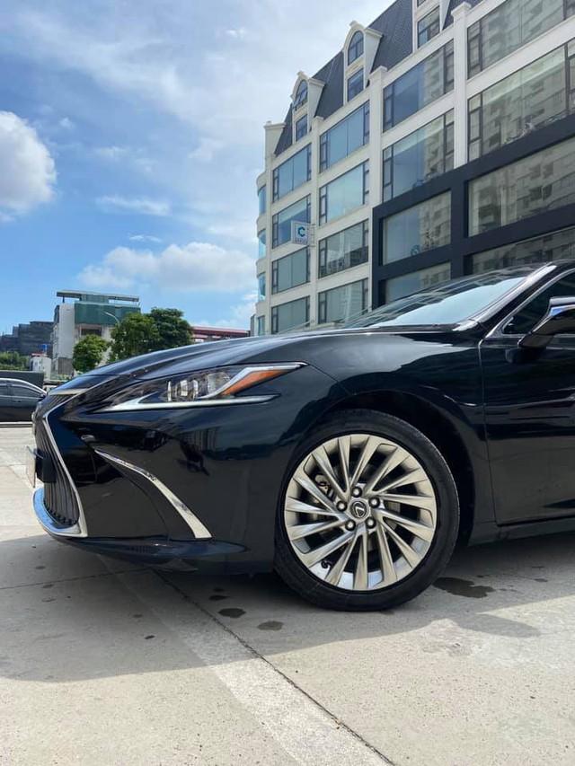 Sau 3 năm, Lexus ES 250 bán lại chỉ chênh 141 triệu đồng so với giá niêm yết chính hãng - Ảnh 2.