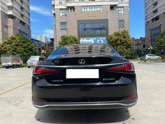 Sau 3 năm, Lexus ES 250 bán lại chỉ chênh 141 triệu đồng so với giá niêm yết chính hãng - Ảnh 3.