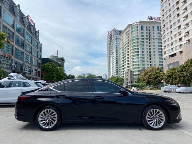 Sau 3 năm, Lexus ES 250 bán lại chỉ chênh 141 triệu đồng so với giá niêm yết chính hãng - Ảnh 10.