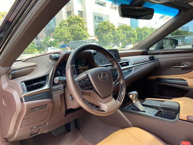Sau 3 năm, Lexus ES 250 bán lại chỉ chênh 141 triệu đồng so với giá niêm yết chính hãng - Ảnh 5.