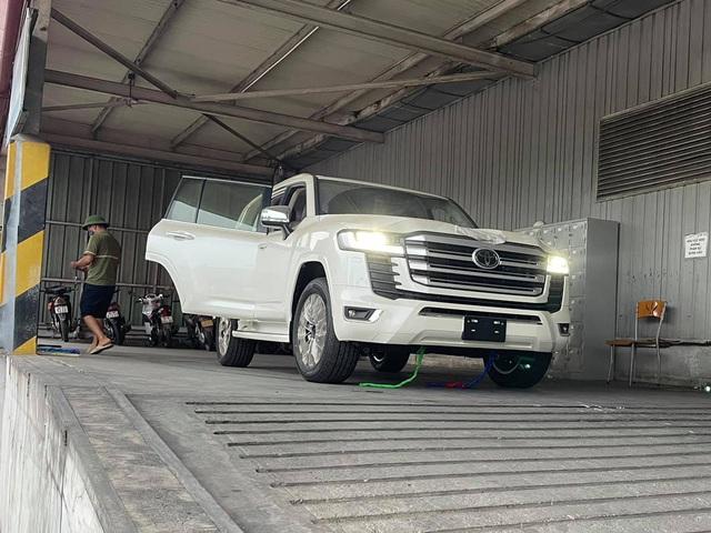 Khui công Toyota Land Cruiser 2022 bản Trung Đông đầu tiên Việt Nam: Nhiều trang bị hiện đại hơn xe chính hãng, giá bán gây tò mò - Ảnh 2.