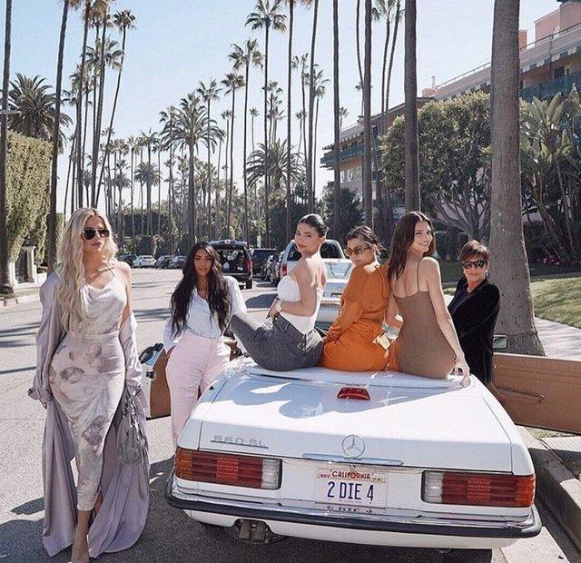 'Choáng' với bộ sưu tập xe khủng của chị em nhà Kardashian-Jenner: Bugatti, Rolls-Royce, Lamborghini hay Ferrari đủ cả