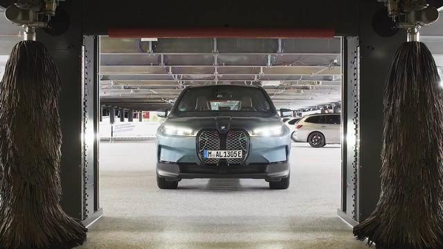 Đỉnh cao của xe tự lái: BMW iX tự đỗ, tự sạc và... tự tắm nhờ dùng công nghệ của một hãng cũng là đối tác với VinFast - Ảnh 2.