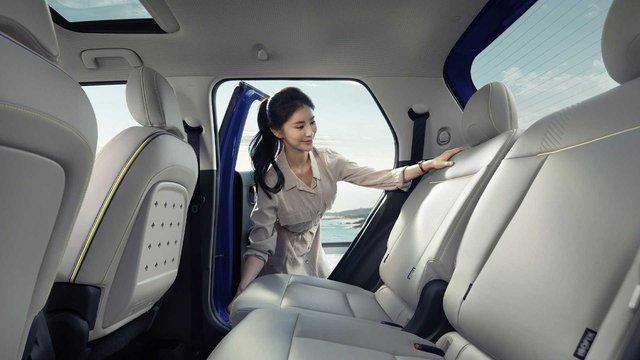 Hyundai Casper lần đầu lộ nội thất: Chiếc xe đầu tiên có ghế lái gập phẳng, giá quy đổi từ 270 triệu đồng, hot đến mức Tổng thống Hàn Quốc cũng đặt một chiếc - Ảnh 4.