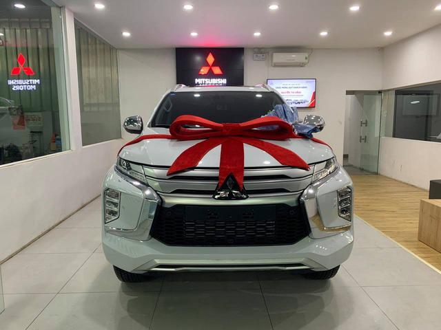 Mitsubishi Pajero Sport 2021 giảm kỷ lục 120 triệu đồng tại đại lý - Cuộc chạy đua tìm khách mùa dịch trước Everest và Fortuner - Ảnh 1.