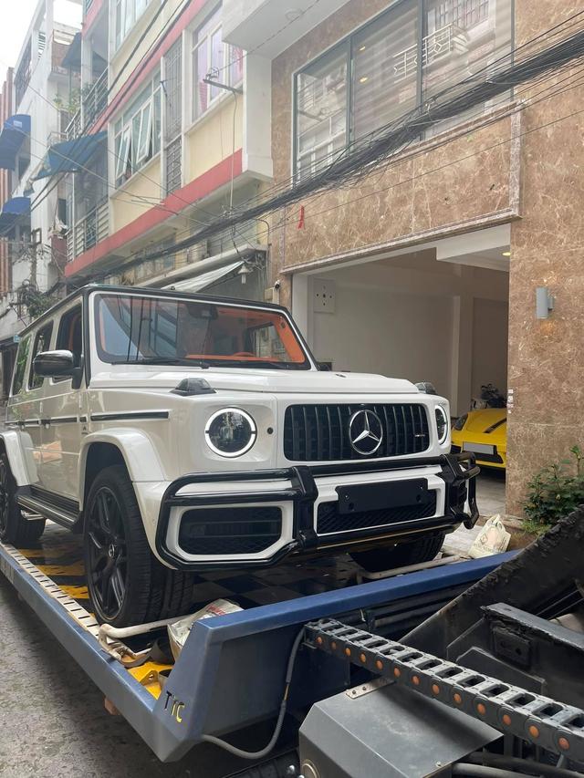 Nữ doanh nhân Bến Tre mua Mercedes-AMG G 63 với nội thất Hermes giống xe Đoàn Di Băng về làm cặp với Porsche 718 - Ảnh 2.