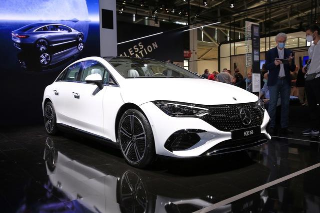 Mercedes-Benz EQB, EQE sắp bán chính hãng tại Việt Nam - SUV và sedan tiền tỷ ngập công nghệ cho dân chơi kiểu mới - Ảnh 1.