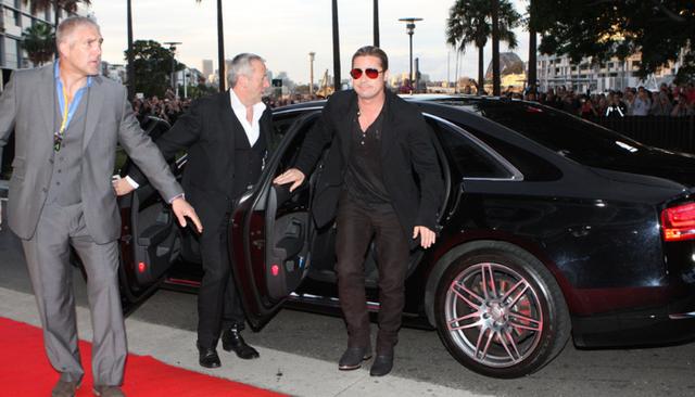 Những khoảnh khắc xuất thần của các nam tài tử Hollywood khi bước xuống xe: Hào nhoáng trên thảm đỏ, phong độ cả ngày thường - Ảnh 3.