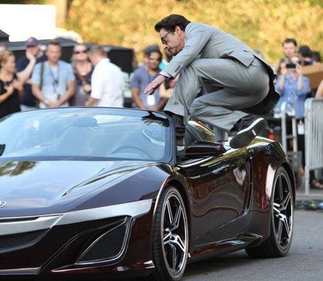 Những khoảnh khắc xuất thần của các nam tài tử Hollywood khi bước xuống xe: Hào nhoáng trên thảm đỏ, phong độ cả ngày thường - Ảnh 6.