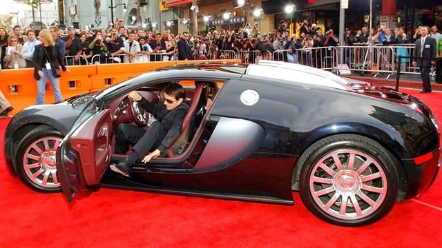 Những khoảnh khắc xuất thần của các nam tài tử Hollywood khi bước xuống xe: Hào nhoáng trên thảm đỏ, phong độ cả ngày thường - Ảnh 2.