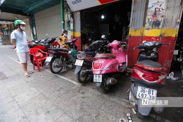 Dịch vụ sửa xe ở Hà Nội quá tải sau khi mở cửa trở lại - Ảnh 2.