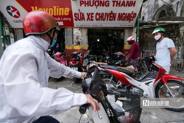 Dịch vụ sửa xe ở Hà Nội quá tải sau khi mở cửa trở lại - Ảnh 15.