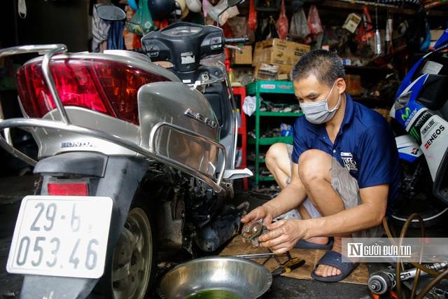 Dịch vụ sửa xe ở Hà Nội quá tải sau khi mở cửa trở lại - Ảnh 3.