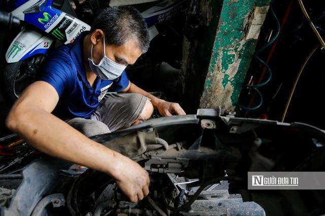 Dịch vụ sửa xe ở Hà Nội quá tải sau khi mở cửa trở lại - Ảnh 4.