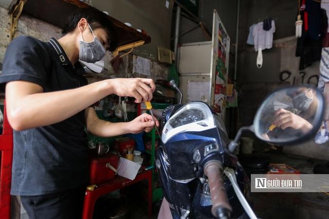 Dịch vụ sửa xe ở Hà Nội quá tải sau khi mở cửa trở lại - Ảnh 5.