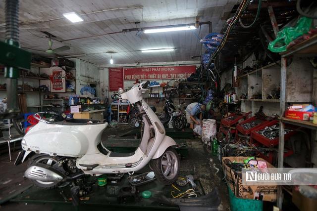 Dịch vụ sửa xe ở Hà Nội quá tải sau khi mở cửa trở lại - Ảnh 6.