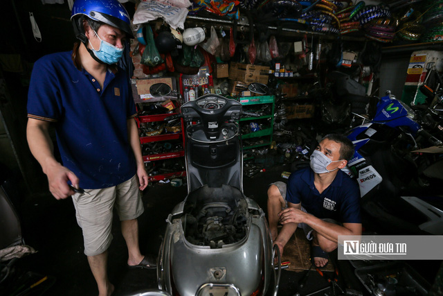 Dịch vụ sửa xe ở Hà Nội quá tải sau khi mở cửa trở lại - Ảnh 8.