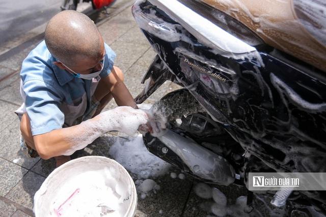 Dịch vụ sửa xe ở Hà Nội quá tải sau khi mở cửa trở lại - Ảnh 10.
