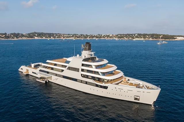 Chiêm ngưỡng siêu du thuyền của ông chủ Chelsea: Giá bằng... hơn 1.200 chiếc Lamborghini Aventador, không khác khách sạn 5 sao trên biển - Ảnh 1.