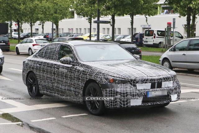 Những điều cần biết về BMW 5-Series đời mới có thể ra mắt năm sau: Sang xịn mịn hơn để đấu Mercedes-Benz E-Class - Ảnh 1.