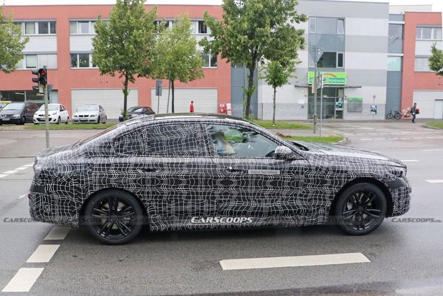 Những điều cần biết về BMW 5-Series đời mới có thể ra mắt năm sau: Sang xịn mịn hơn để đấu Mercedes-Benz E-Class - Ảnh 3.