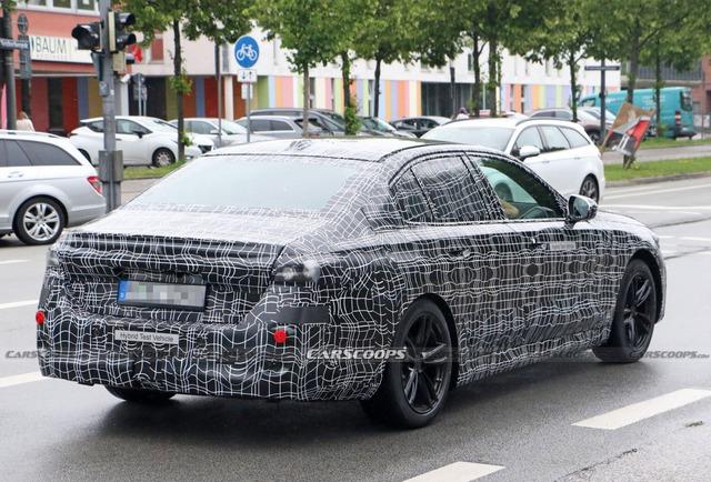 Những điều cần biết về BMW 5-Series đời mới có thể ra mắt năm sau: Sang xịn mịn hơn để đấu Mercedes-Benz E-Class - Ảnh 2.