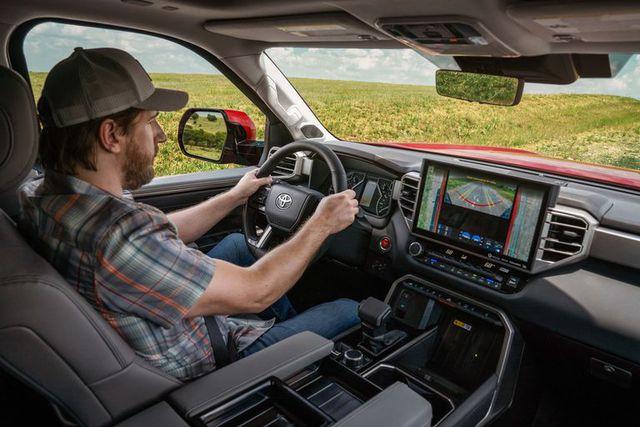 Khám phá màn hình trên Toyota Tundra 2022: Xịn và to chưa từng có, hiện đại như Lexus, có trợ lý ảo Hey Toyota - Ảnh 1.