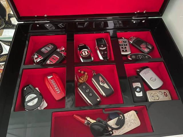 Chiếc hộp nhỏ tiết lộ gia tài xe trăm tỷ của đại gia Hoàng Kim Khánh: Có đủ Lamborghini, Ferrari đến cả... Toyota, nhưng chỗ để Koenigsegg Regera mới được quan tâm nhất - Ảnh 3.