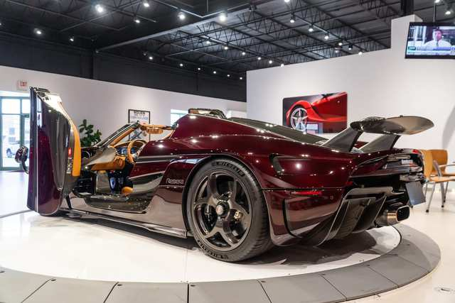 Chiếc hộp nhỏ tiết lộ gia tài xe trăm tỷ của đại gia Hoàng Kim Khánh: Có đủ Lamborghini, Ferrari đến cả... Toyota, nhưng chỗ để Koenigsegg Regera mới được quan tâm nhất - Ảnh 6.