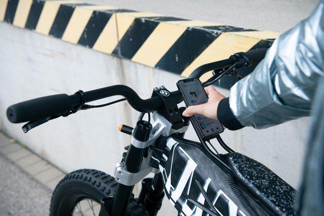 Mẫu xe máy điện BMW này chạy được 300 km mới phải sạc, cho phép điều khiển bằng điện thoại từ xa - Ảnh 6.