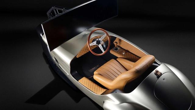Hãng thiết kế xe cho VinFast bán buồng lái ảo dành cho đại gia giải trí mùa dịch - Ảnh 2.