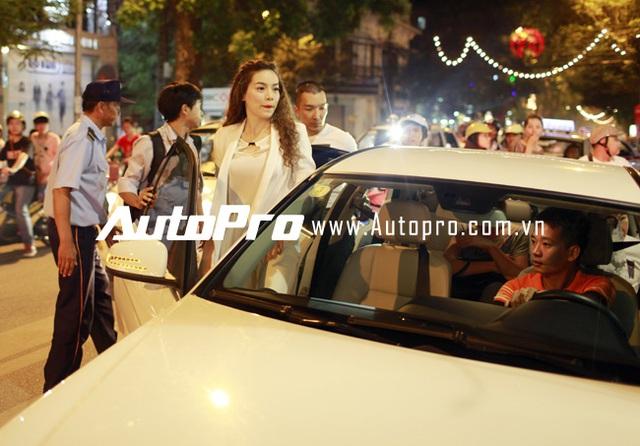 Hà Hồ giản dị đi sự kiện bằng Mercedes-Benz C200