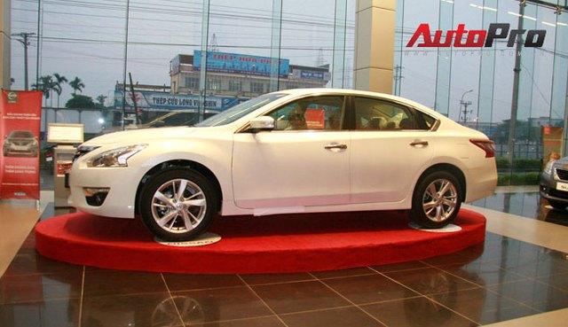 Nissan Teana 2013 màu trắng đầu tiên xuất hiện với giá 1,4 tỷ đồng