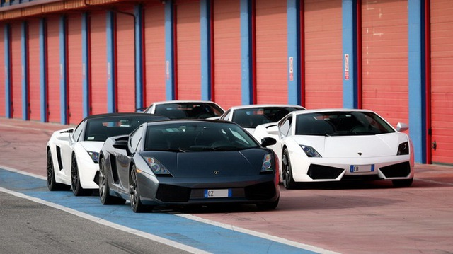 Lamborghini tổ chức offline đầu năm
