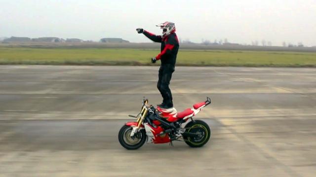 Video: Màn biểu diễn motor cực chất mô phỏng Gangnam Style