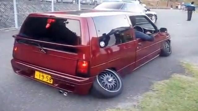 """Video: Độ xe phong cách """"chân chữ bát"""""""