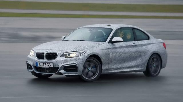 """Xem BMW M235i drift """"tự động"""""""