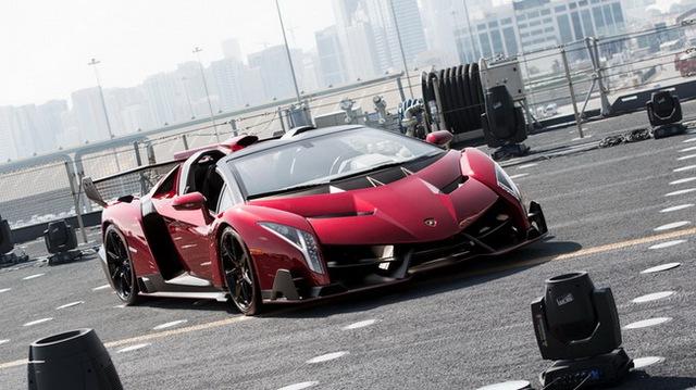 Chưa xuất xưởng, Lamborghini Veneno Roadster bị làm giá