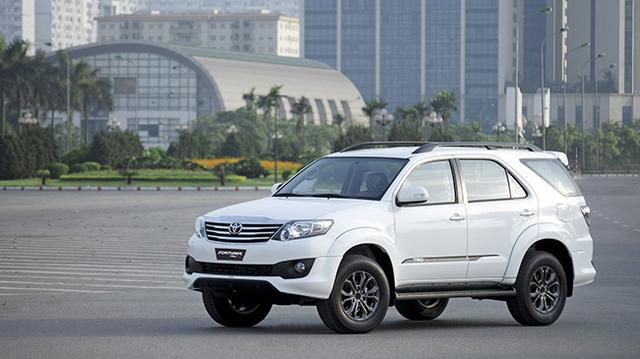 Toyota ra mắt Fortuner TRD Sportivo 2014 với màu trắng khác biệt