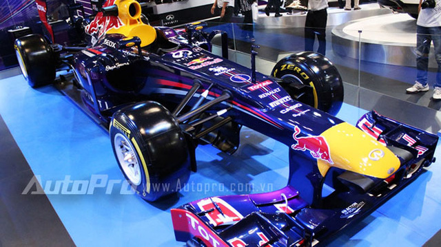 """VMS 2013: Infiniti Red Bull Q100 - """"Người lạ"""" giữa rừng xe nhập khẩu"""
