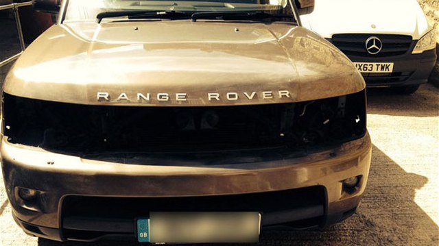 """""""Mốt"""" ăn trộm đèn pha LED của Range Rover để trồng cần sa"""