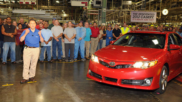 Subaru sắp ngừng lắp ráp Toyota Camry
