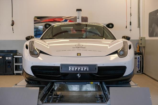 Dan sieu xe xe the thao 100 ty cua dai gia Viet toi du le khai truong showroom Ferrari