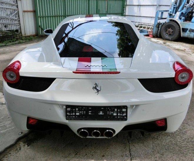 Hang hiem Ferrari 458 Italia doi 2015 dap hop duoc chao ban voi gia hon 10 ty dong tai Viet Nam nhung nguon goc gay chu y