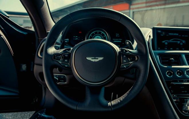 Aston Martin DB11 vua ve Viet Nam so huu lop son sieu doc can nghe nhan giau kinh nghiem che tac